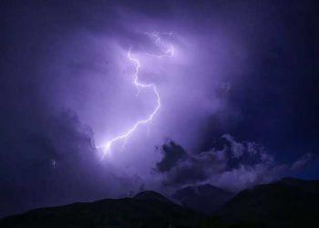 انقطاع للكهرباء في العديد من مناطق أوكرانيا بفعل الطقس السيء