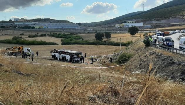 انقلاب حافلة في تركيا مما أسفر عن مقتل 14 شخصًا