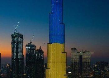 برج خليفة يتألق بألوان العلم الأوكراني