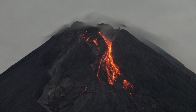 ثوران بركان إندونيسي مرة أخرى