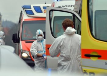 جمهورية التشيك، تم تطعيم 5 ملايين وأصيب 4.5 ألفًا منهم بفيروس كورونا.