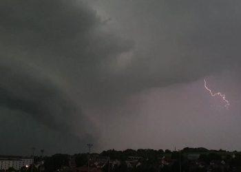 خبراء الأرصاد الجوية يحذرون من عواصف رعدية وبرد في عدة مناطق