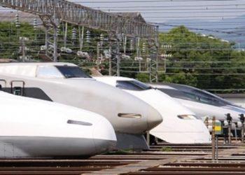 سيارات العمل عن بعد في القطارات اليابانية السريعة