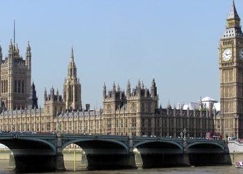 في بريطانيا يُدعى البرلمان إلى إجازة بسبب الأوضاع في أفغانستان
