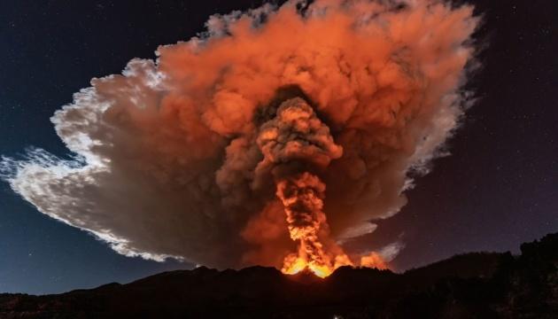 في صقلية، حدث ثوران بركان إتنا مرة أخرى