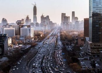 في كييف ، تم حظر حركة المرور في الشوارع المجاورة لمجلس الوزراء.