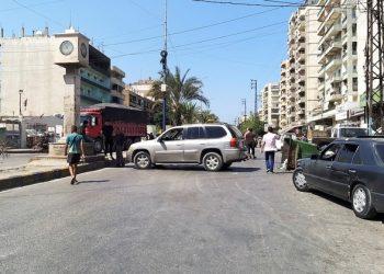 لبنان يغلق الطرق بعد أن أوقف البنك المركزي دعم الوقود