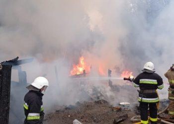 إخماد حريق في مستوطنة الغجر في فرانكيفسك
