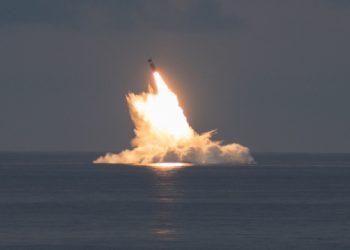 الولايات المتحدة تختبر صاروخًا باليستيًا فوق مياه المحيط الأطلسي