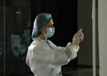 تطعيم أكثر من 132000 شخص ضد COVID-19 في أوكرانيا يومياً