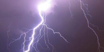 خبراء الأرصاد الجوية يحذرون من هطول أمطار وعواصف رعدية