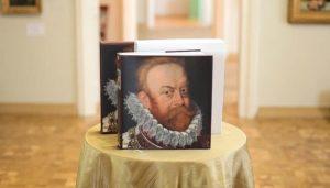 دانيلوف يشارك في عرض كتالوج معرض فنون فوزنيتسكي