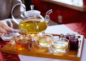 طرق لتحلية الشاي بدون سكر
