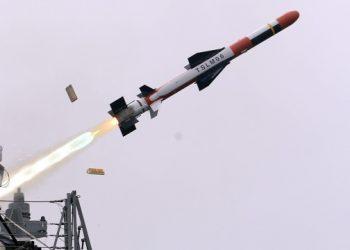 كوريا الجنوبية تتبنى صاروخا باليستيا جديدا للغواصات