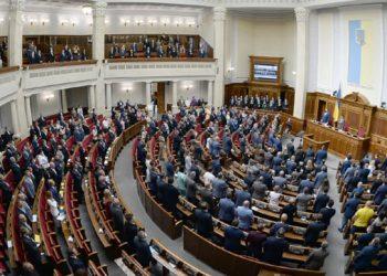 مجلس البرلمان الأوكراني يوافق على قانون الأوليغارشية.