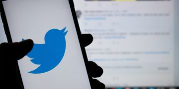 FILED - 23 April 2019, Berlin: Twitter logo is seen on a mobile screen. The social networking site, Twitter, has raised the maximum permissible quality of images that users post on the site, allowing to preserve more details of images that were not allowed in the past. Photo: Monika Skolimowska/dpa