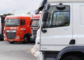المملكة المتحدة تمدد برنامج تأشيرة سائق شاحنة مع استمرار أزمة الوقود
