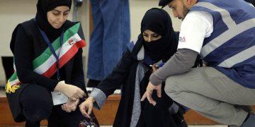 كيف يمكن تشجيع المزيد من النساء على الالتحاق بمهن العلوم والتكنولوجيا والهندسة والرياضيات في الشرق الأوسط ؟