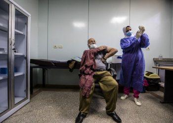 مصر تنهي تطعيم 14 مليون شخص مع تلاشي مخاوف الموجة الرابعة